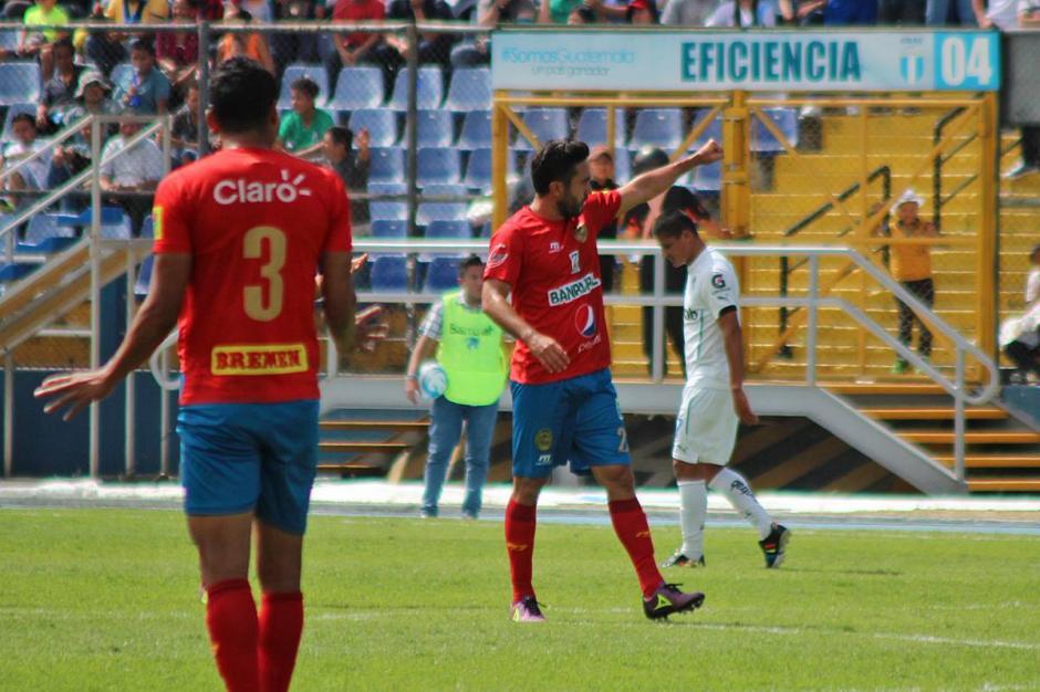 Kamiani celebra su gol, producto de su propia viveza de delantero. (Foto: José Dávila/Soy502)