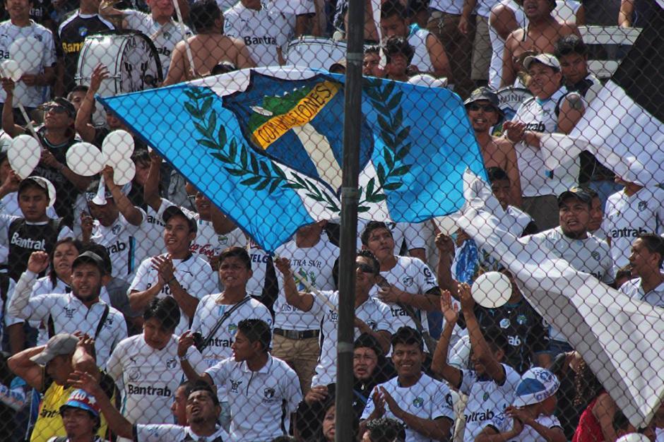 Solo se permitió la entrada de la afición crema al Doroteo Guamuch Flores. (Foto: José Dávila/Soy502)