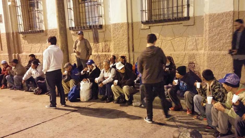 Operación Panito lleva desayuno a las personas sin hogar cada fin de semana. (Foto: Operación Panito)