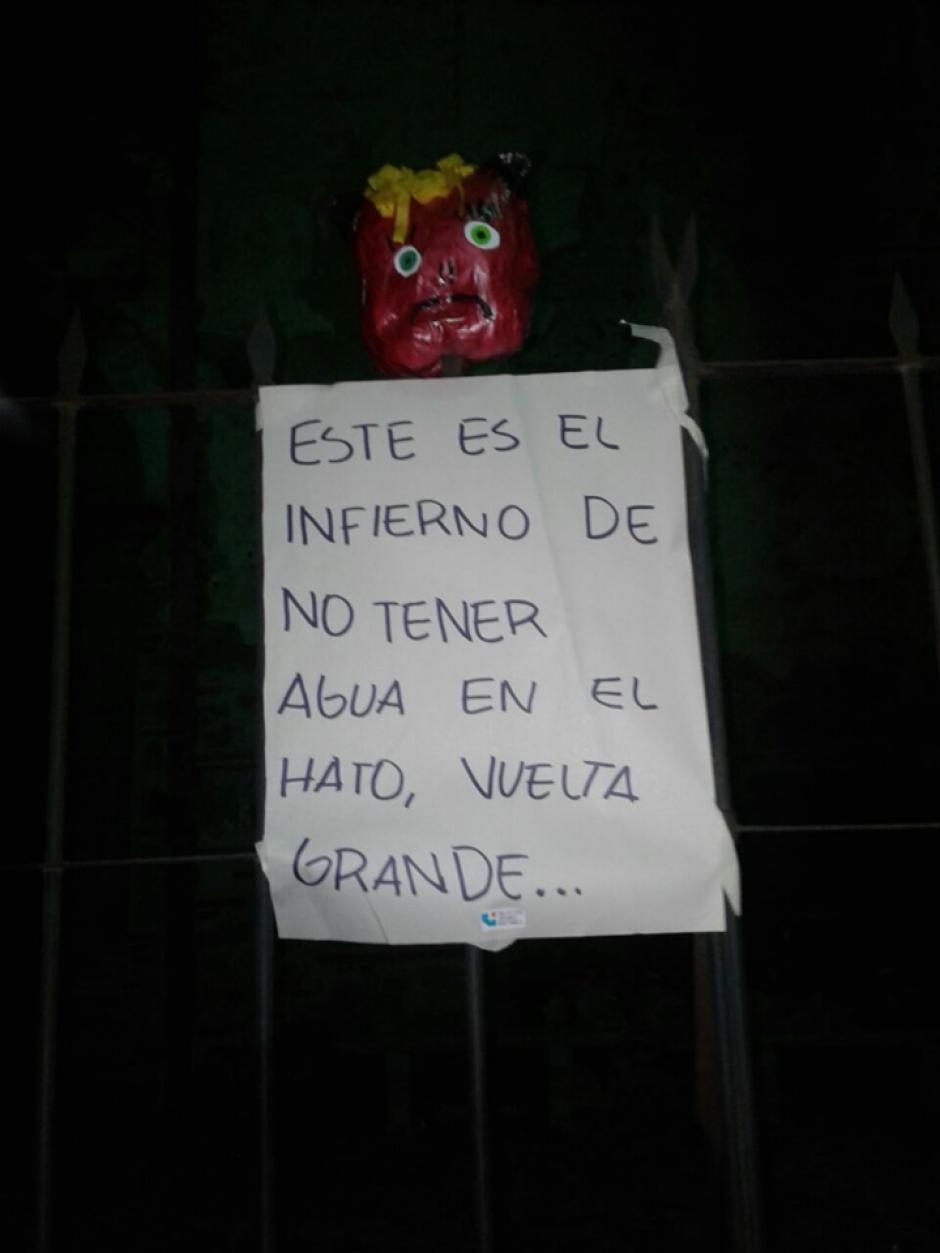 Los manifestantes exigen que se resuelvan los problemas del municipio. (Foto: Jóvenes de Guatemala)