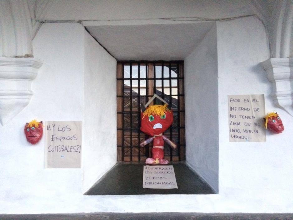 Las piñatas llevaban varios mensajes con críticas. (Foto: Pablo Solís/Nuestro Diario)