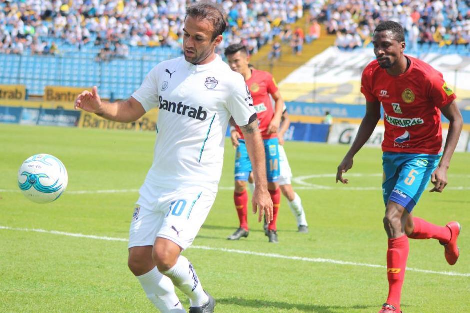 El Moyo tuvo una chance clarísima antes del gol rojo. (Foto: José Dávila/Soy502)