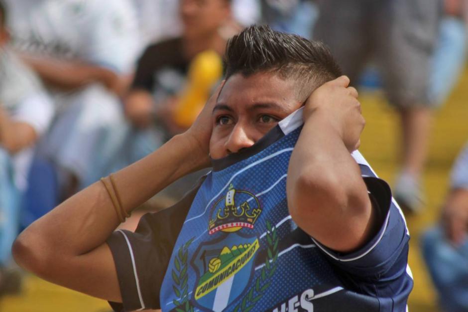 La afición crema no quedó contenta con la actuación del equipo. (Foto: José Dávila/Soy502)