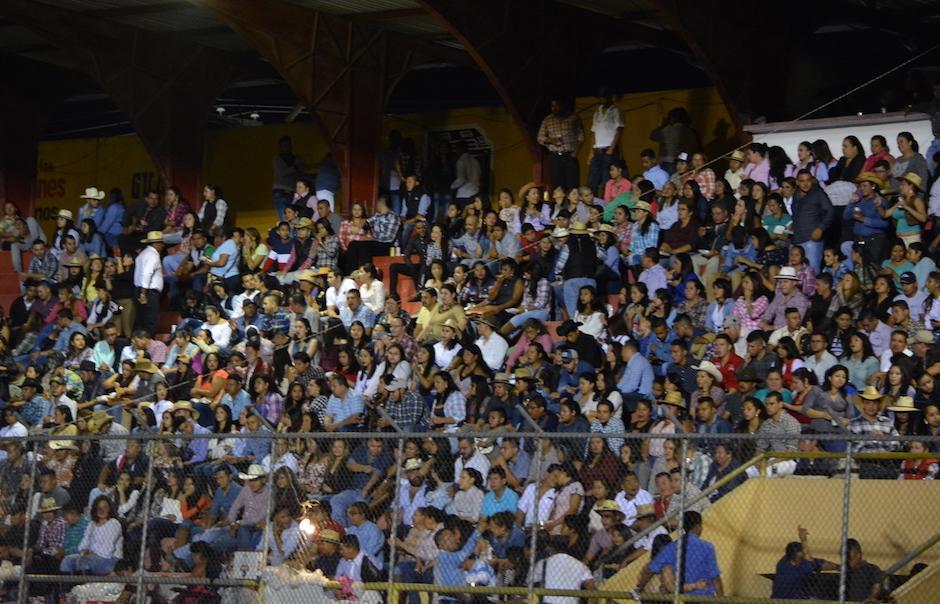 Los asistententes esperaban con ansias a la Trakalosa de Monterrey. (Foto: Nuestro Diario)