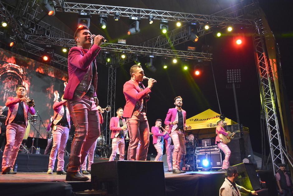 Edwin Luna y La Trakalosa de Monterrey no concluyeron su show por fallas técnicas. (Foto: Nuestro Diario)