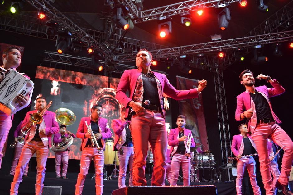 La Trakalosa de Monterrey cantó durante 45 minutos, hasta que hubo una falla en el sonido que no permitió que el show concluyera. (Foto: Nuestro Diario)