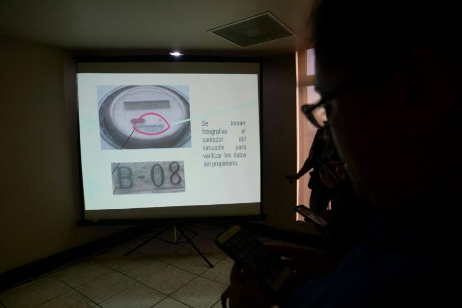 Según el MP, tomaron fotografías del contador de energía del inmueble para verificar los datos del propietario. (Foto: Wilder López/Soy502)