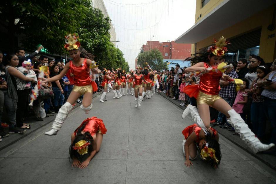 Las integrantes de las bandas dieron lo mejor en la presentación de acrobacias. (Foto: Wilder López/Soy502)