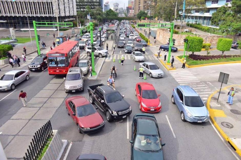 Cerca de 230 automóviles nuevos ingresan al parque vehicular de la ciudad cada día. (Foto: Archivo/Soy502)