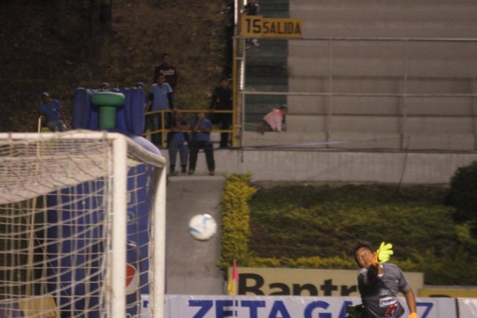 Este es el gol que tiene a los cremas con un pie en la final. (Foto: Luis Barrios/Soy502)