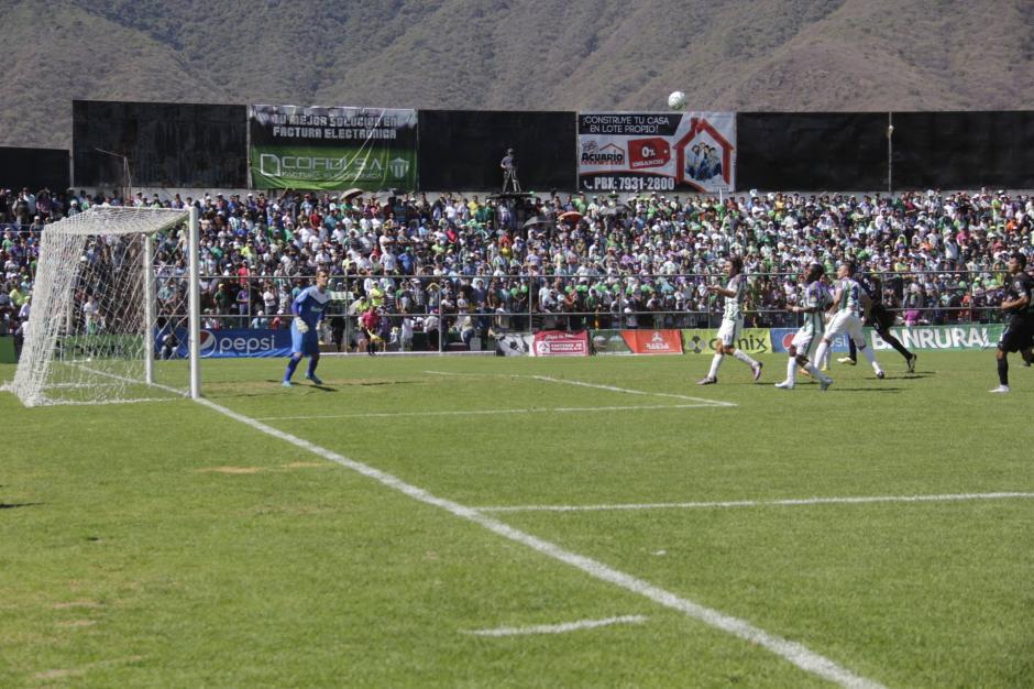 Antigua nunca se rindió y consiguieron el gol. (Foto: Fredy Hernández/Soy502)