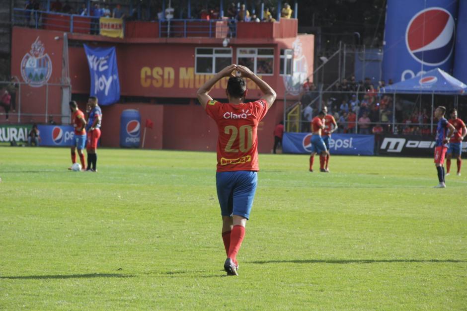 Edi Danilo Guerra metió el primero de cabeza al 36'. (Foto: Fredy Hernández/Soy502)