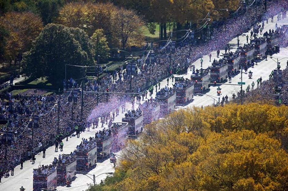 La caravana recorrió calles y avenidas de Chicago. (Foto: AFP)