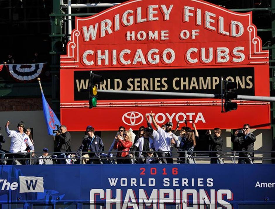 El desfile inició en el Wrigley Field y terminó en el Lago Michigan. (Foto: Cubs)