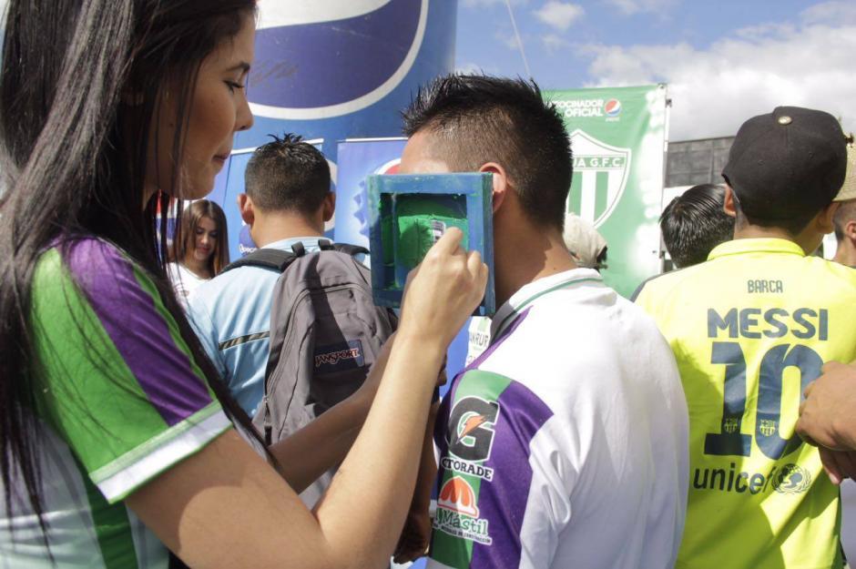 """Los """"pintacaritas"""" no hicieron falta. (Foto: Fredy Hernández/Soy502)"""
