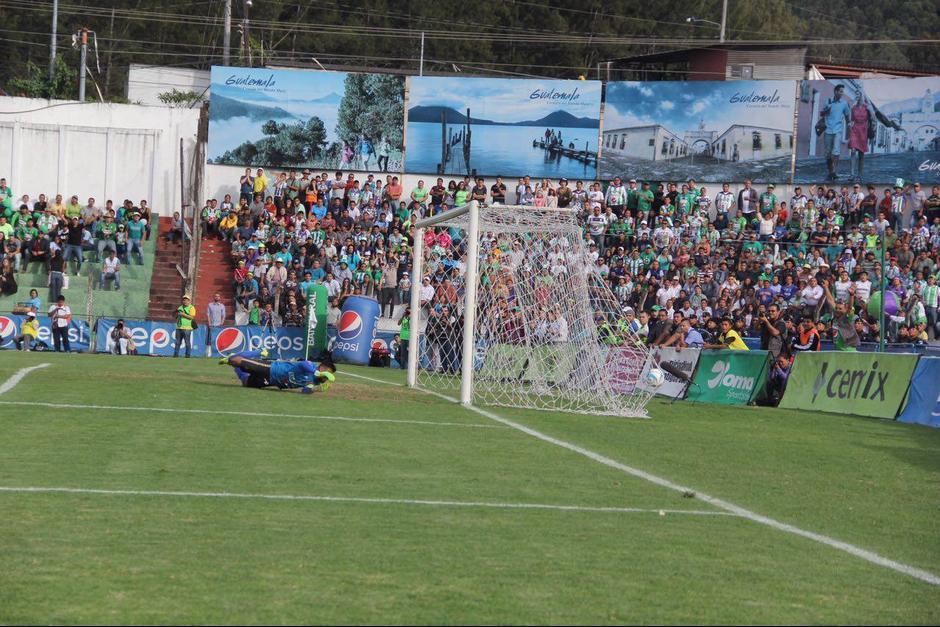 Motta recibió el primer gol por parte de Alejandro Galindo. (Foto: Fredy Hernández/Soy502)