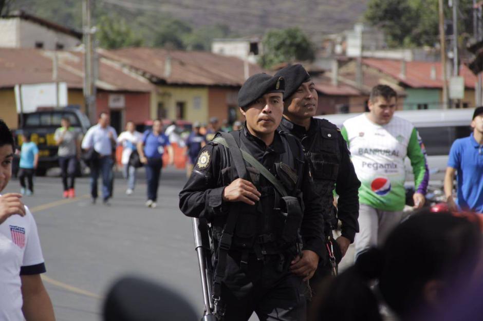 La seguridad fue reforzada para evitar nuevos incidentes afuera del estadio. (Foto: Fredy Hernández/Soy502)