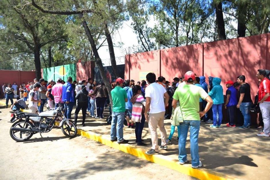 Muchas personas acudieron el primer día de preventa. (Foto: Jesús Alfonso/Soy502)