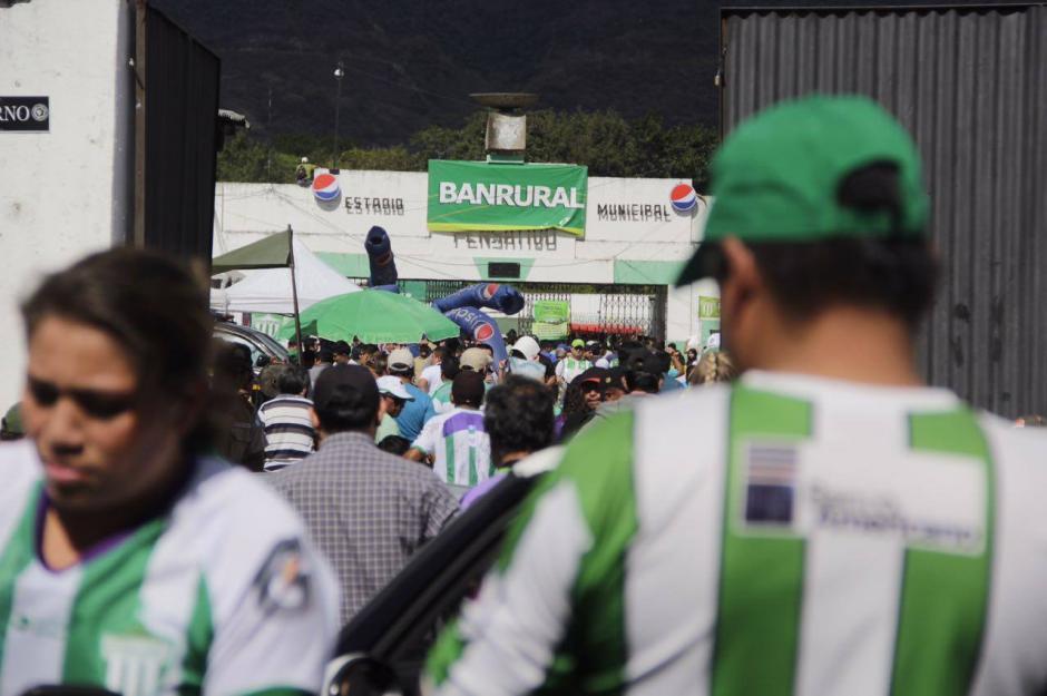 El estadio Pensativo se vistió de gala para la final de ida del Apertura 2016. (Foto: Fredy Hernández/Soy502)