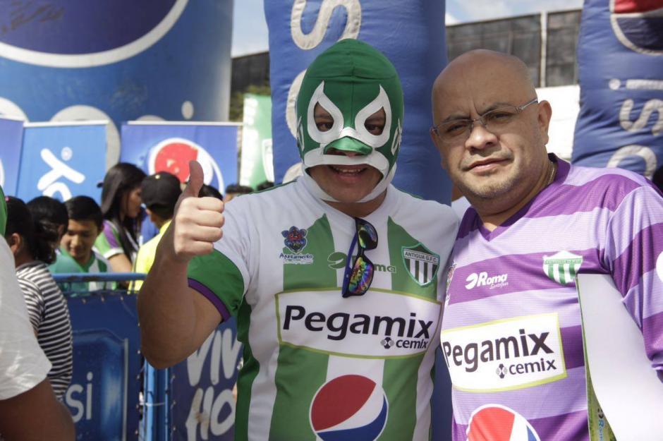 """Los """"aguacateros"""" se pusieron bastante creativos. (Foto: Fredy Hernández/Soy502)"""