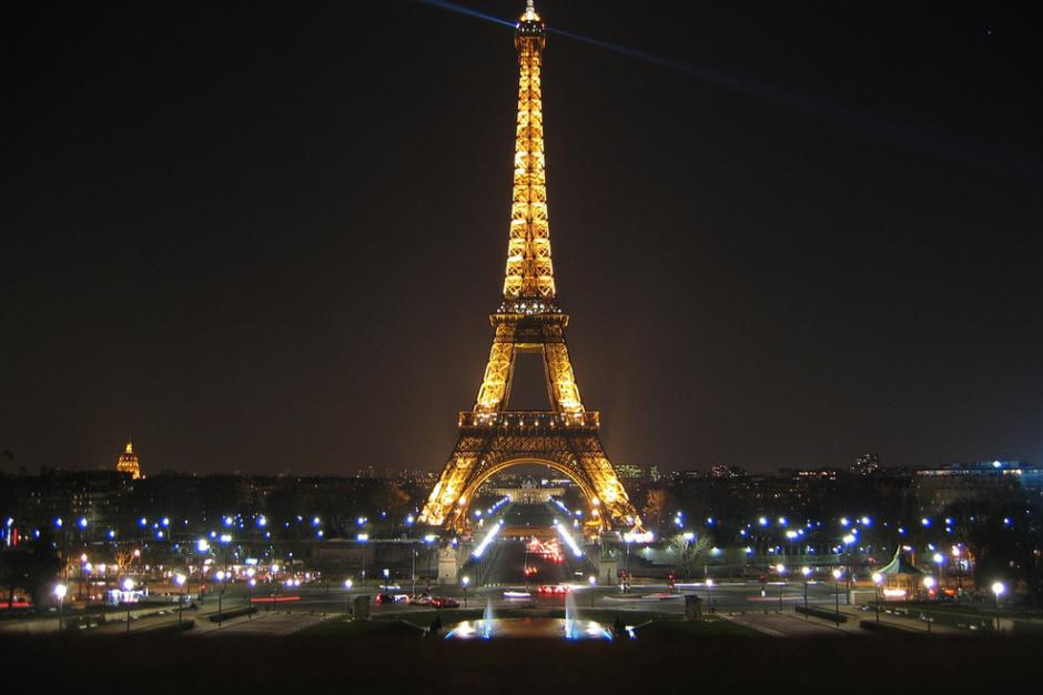 La Torre Eiffel es el final del paseo por París, una de las ciudades más románticas del mundo para las propuestas de boda. (Foto:Photo courtesy of Flickr user mroach)