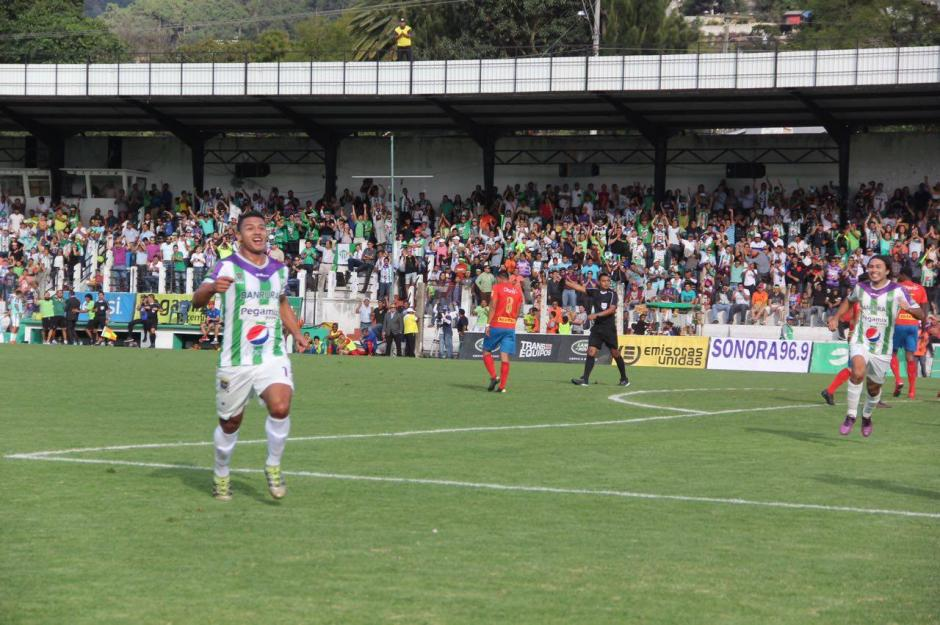 Alejandro Galindo celebra su gol al minuto 11. (Foto. Fredy Hernández/Soy502)