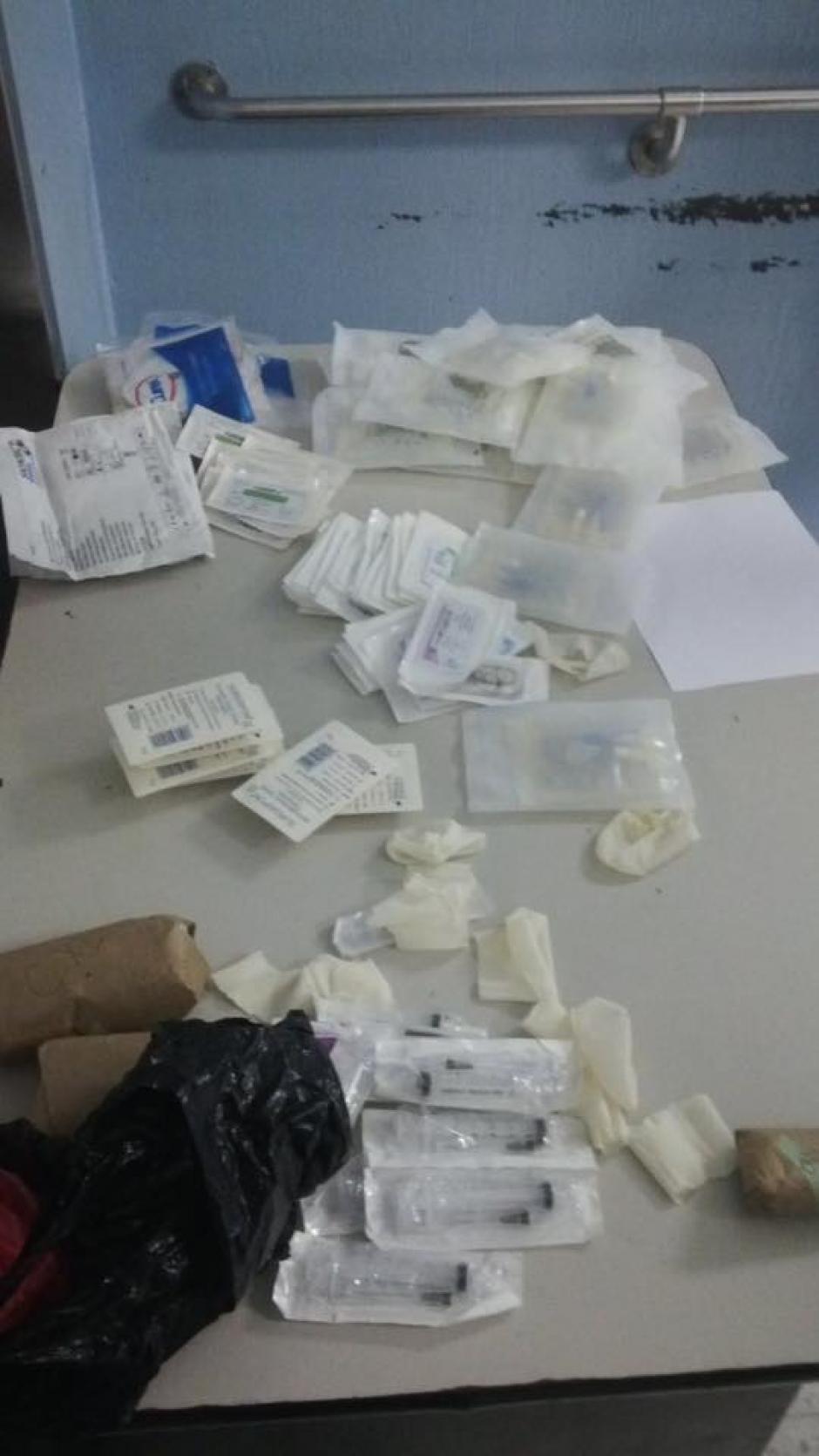 La enfermera lanzó los insumos al ser descubierta. (Foto: Facebook director San Juan de Dios)