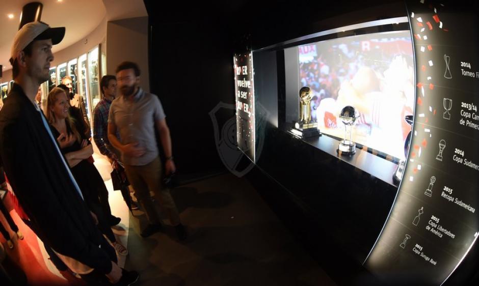 Los actores recorrieron el museo conociendo la historia. (Foto: cariverplate.com)
