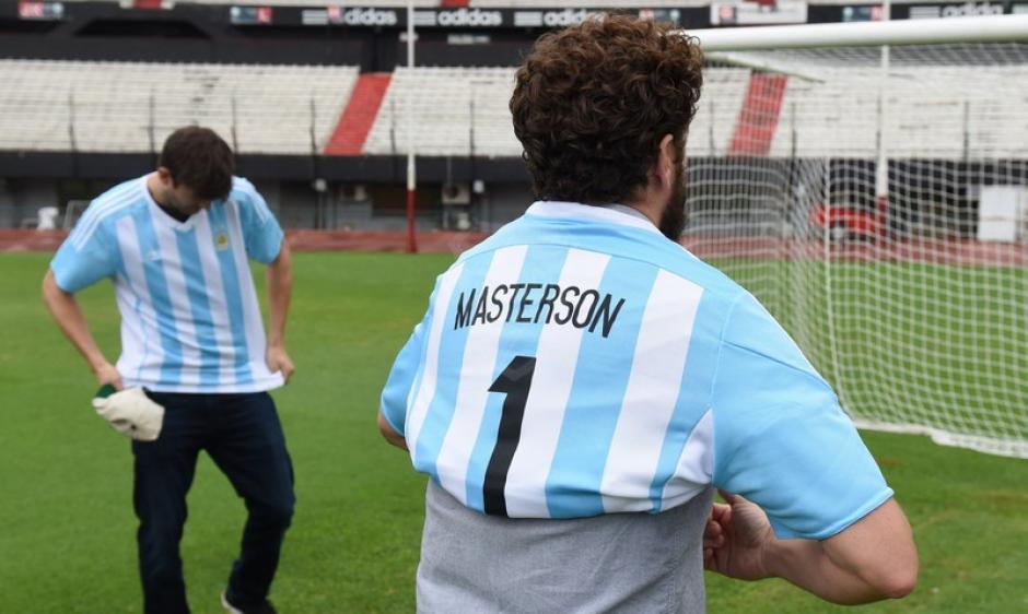 Los actores vistieron la camisa de la selección Argentina. (Foto: cariverplate.com)