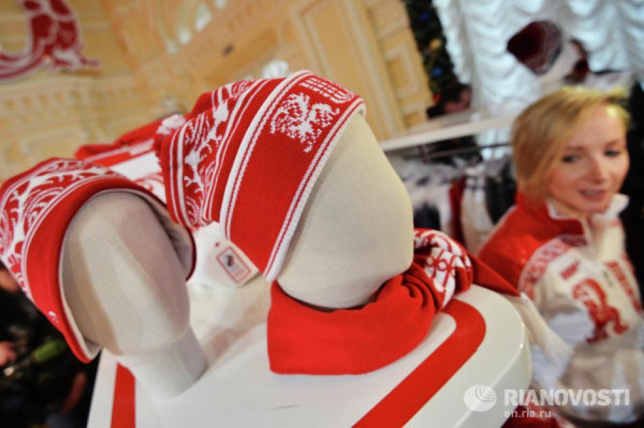 Las gorras no pueden faltar en el atuendo de los atletas. El color predominante es el rojo. Foto Rianovosti