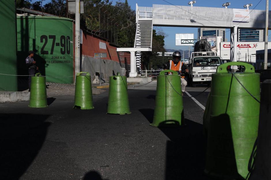 El cierre temporal en la 27 avenida de la zona 10 comienza a las 6:30 de la mañana. (Foto: Alejandro Balán/Soy502)