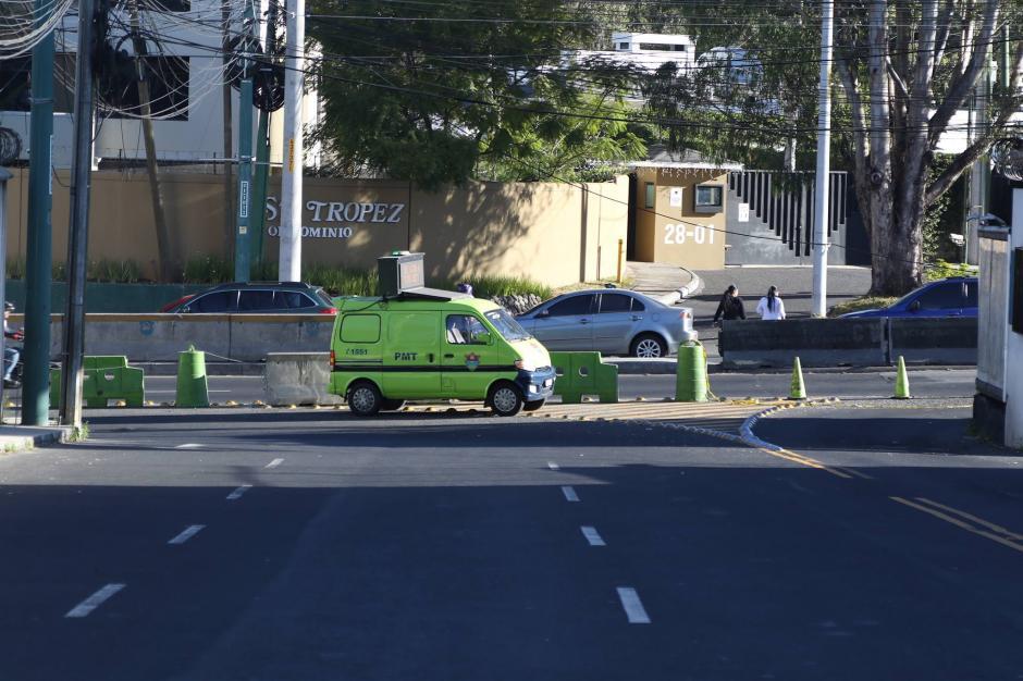 Un vehículo de la PMT anuncia el cambio en la zona. (Foto: Alejandro Balán/Soy502)