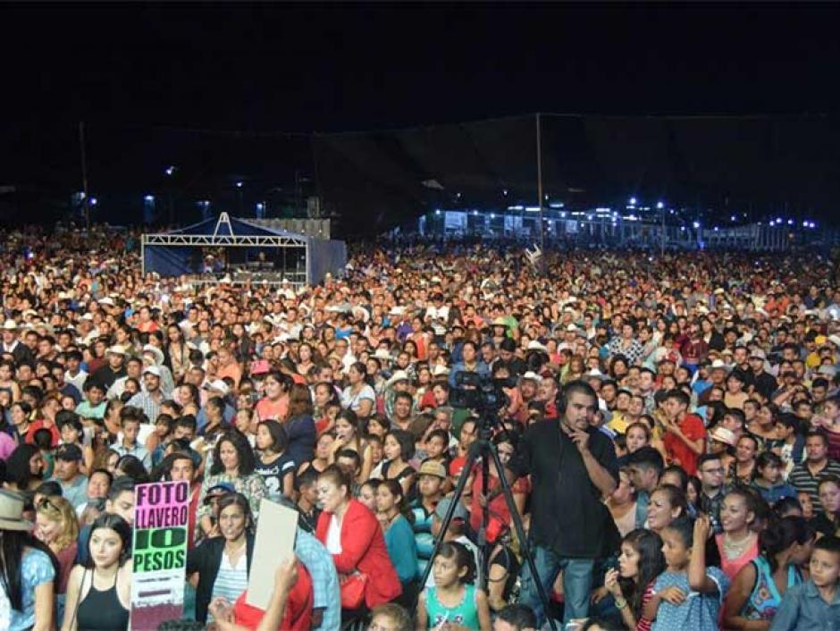 A la festividad llegaron al menos 12 mil personas. (Foto: Excelsior)