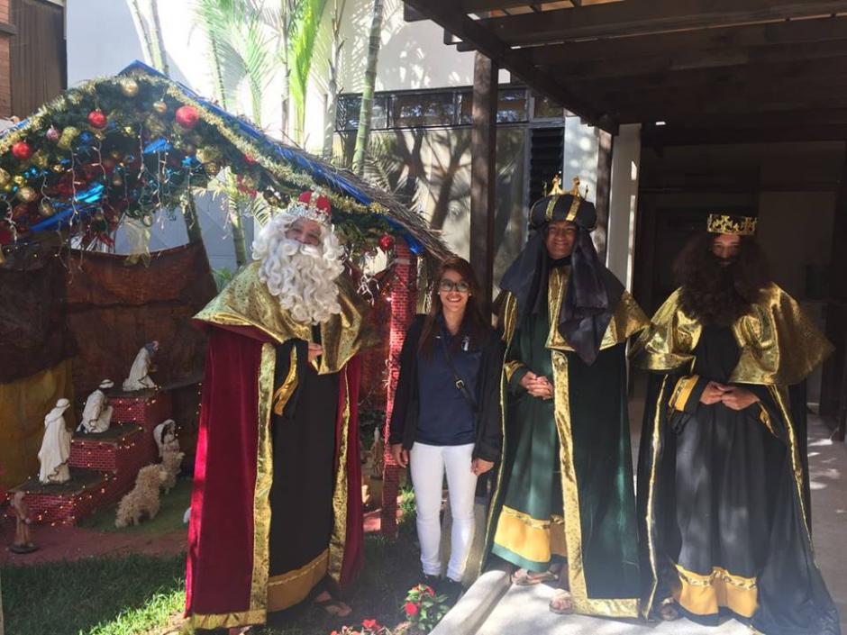 Ana Sofía Gómez posó junto a los reyes magos. (Foto: Facebook)
