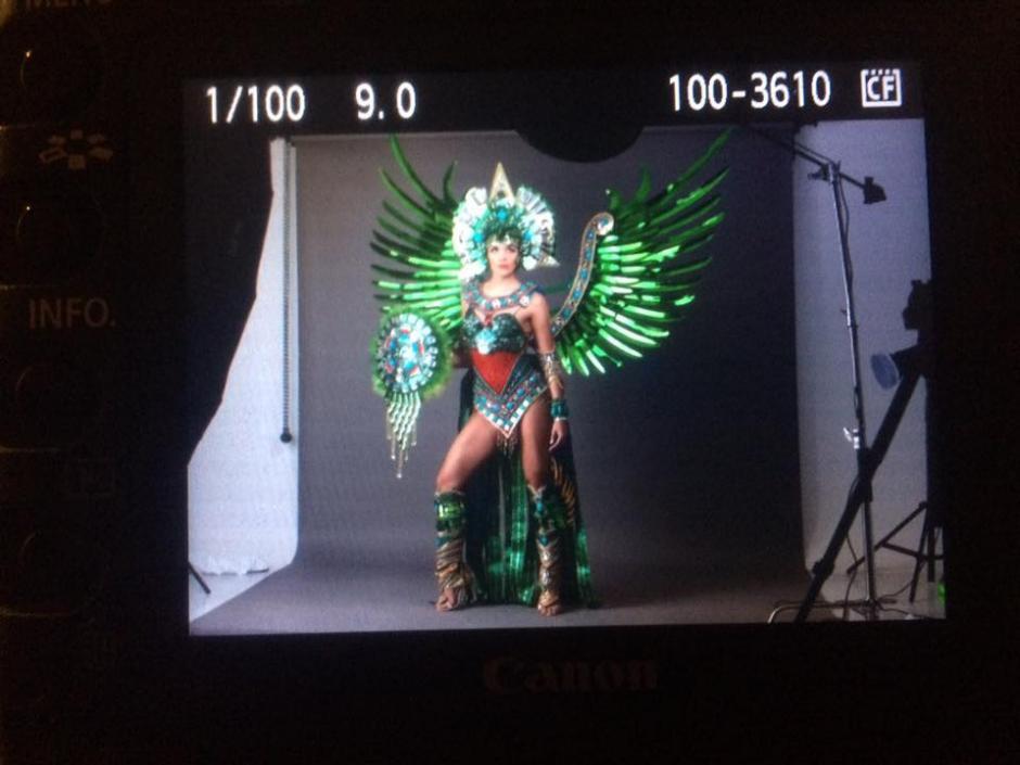 El traje fue hecho por artistas quichelenses. (Foto: Miss Universe oficial)