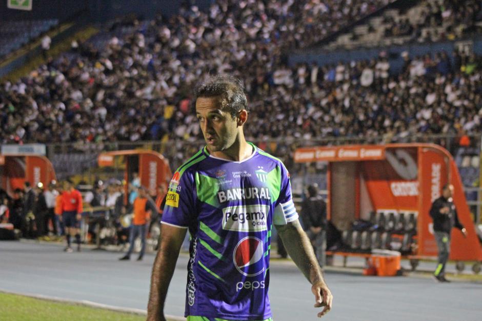 """El """"Moyo"""" Contreras fue abucheado al enfrentar a su exequipo. (Foto: José Dávila/Soy502)"""