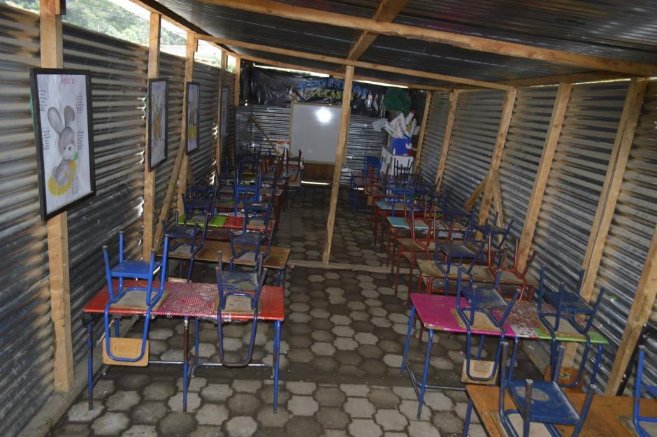 Pero esa escuela no refleja la realidad del departamento, ya que existen cientos de establecimientos hechos de láminas. (Foto: Hugo Barrios/Nuestro Diario)