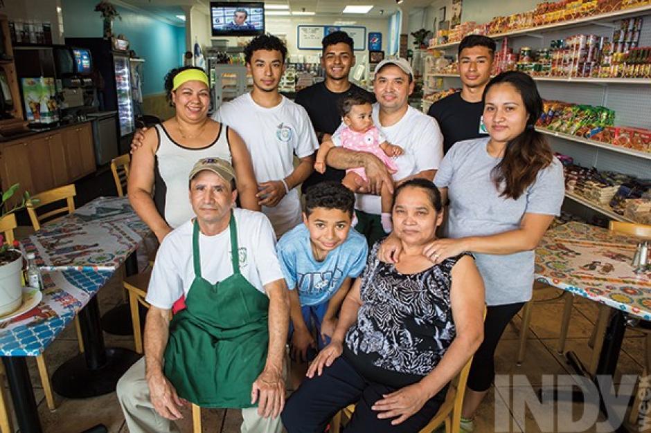 Rony Ordoñez y su familia promueven el sabor guatemalteco en Carolina del Norte. (Foto: Photo by Alex Boerner/Indiweek)