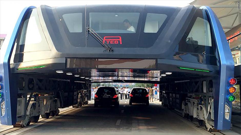 El autobús con forma de túnel tiene espacio para 300 pasajeros. (Foto: cnnespanol)