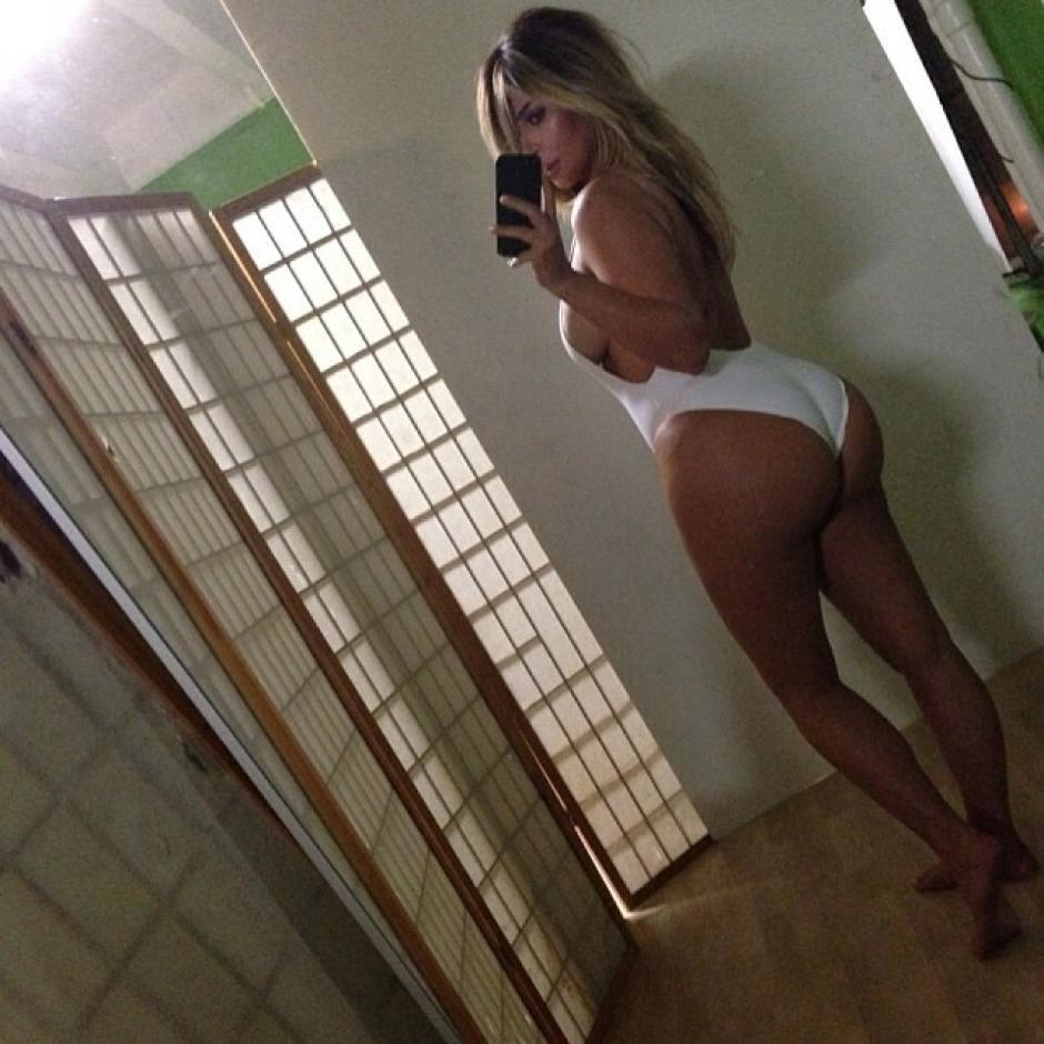 La modelo Kim Kardashian se tomó una fotografía selfie en donde muestra su figura después de dar a luz.