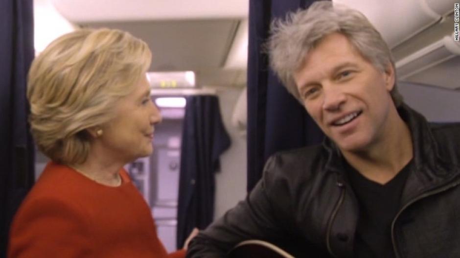 Hillary Clinton también fue parte de uno de estos retos al lado de Bon Jovi. (Imagen: captura de video)