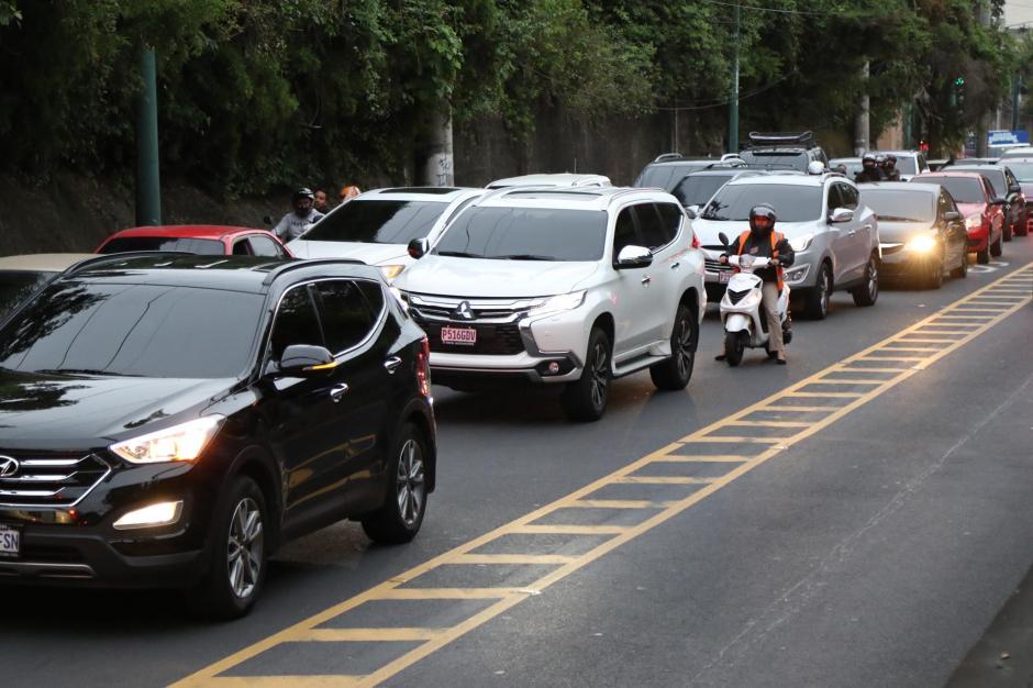 Entre las causas más recurrentes están el exceso de velocidad, conducir sin licencia, en estado de ebriedad y hablar por teléfono. (Foto: Archivo/Soy502)