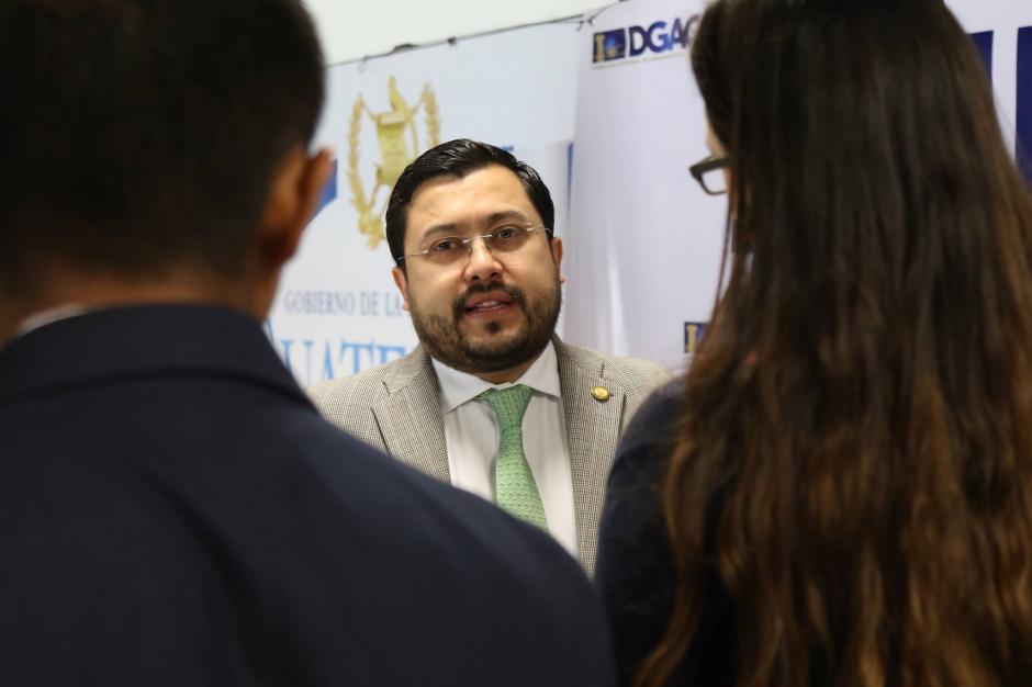 El director de la DGAC, Carlos Velásquez, explicó que la meta es estar dentro de los 10 primeros aeropuertos de América Latina. (Foto: Alejandro Balán/Soy502)