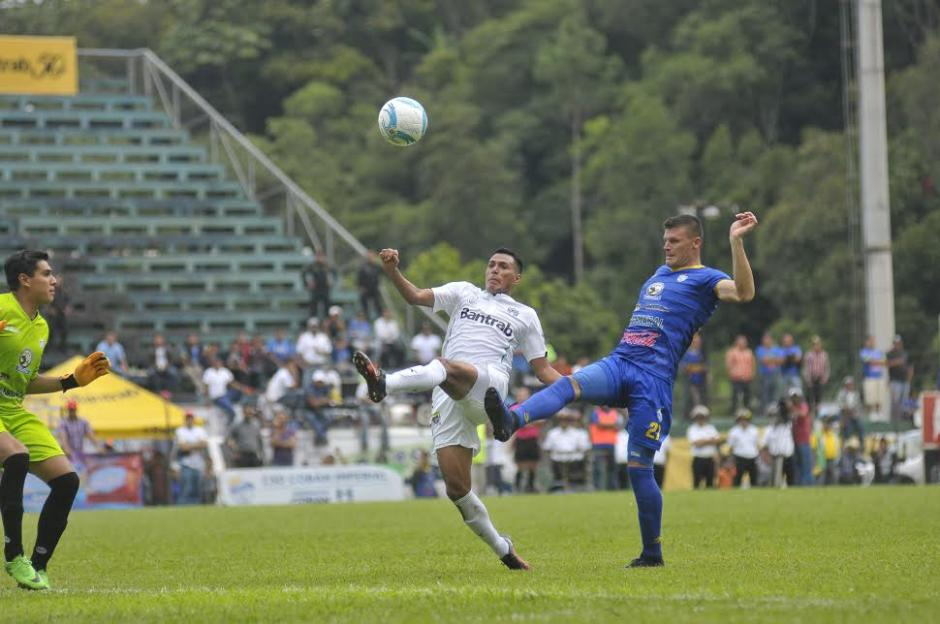 Gerson Tinoco volvió a Cobán pero esta vez jugando para Comunicaciones. (Foto: Nuestro Diario)