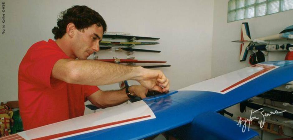 Senna aparte de su amor por el automovilismo también compartía su pasión por el aeromodelismo. (Foto: Ayrton Senna/ Facebook)