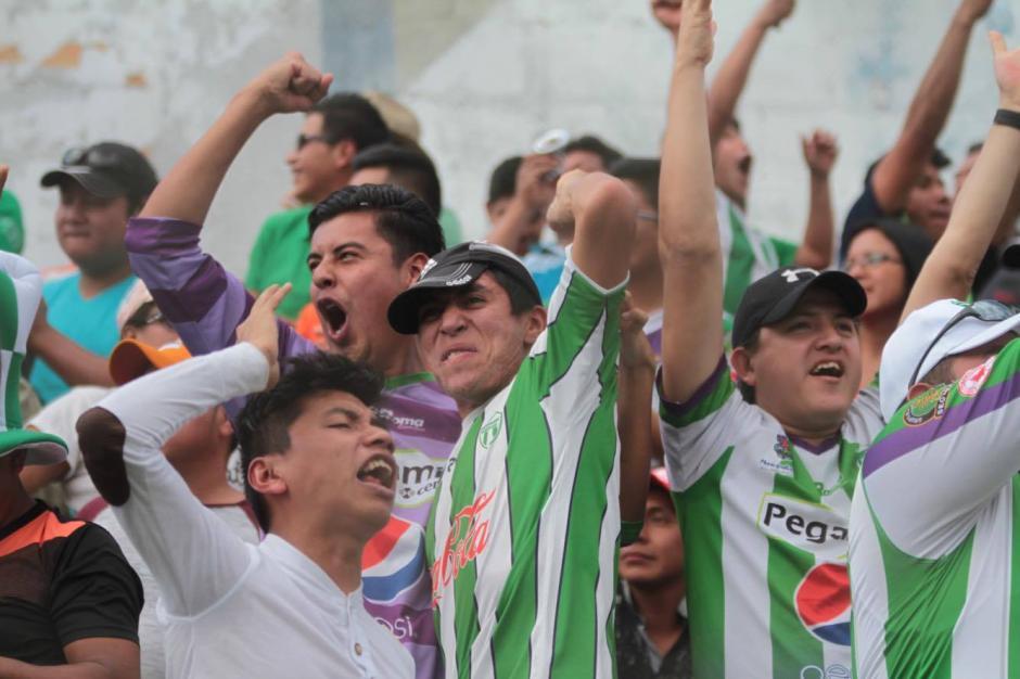 El estadio Pensativo de nuevo se vio abarrotado por aficionados antigüeños. (Foto: Luis Barrios/Soy502)