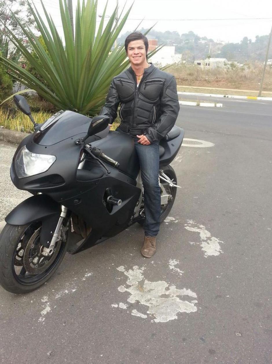 Otro de los gustos de Rodríguez Potillo son las motocicletas. (Foto Facebook/Juandelacruz Rodríguez Portillo)