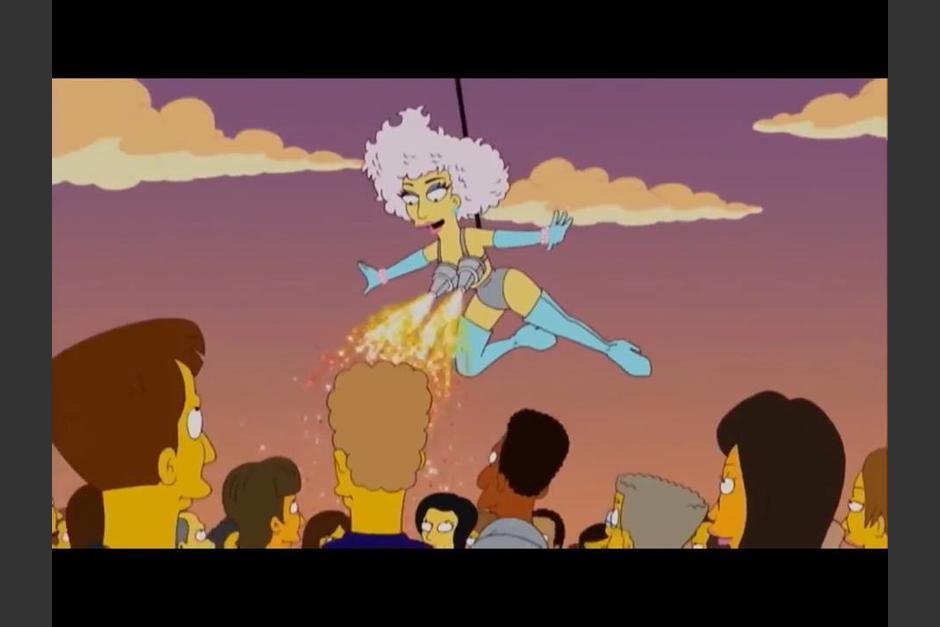 Lady Gaga bajando con un arnés para el Super Tazón fue algo que ya había pasado en un episodio de Los Simpson