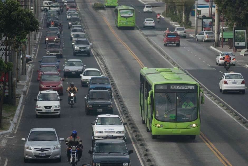 El carril exclusivo que cuenta le ayuda a recorrer en menor tiempo la metrópolis. (Foto: Archivo/Soy502)