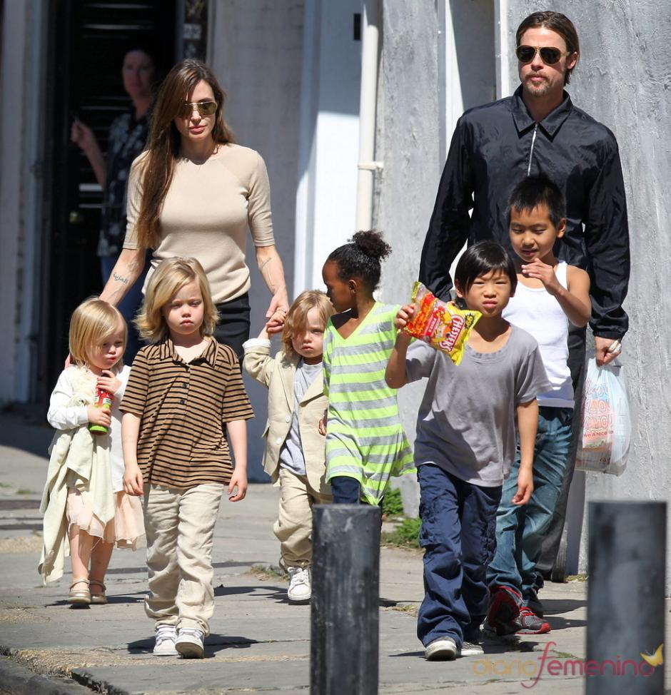 """La pareja """"Brangelina"""" tienen 6 hijos, tres de ellos biológicos y tres adoptivos. (Foto: EFE)"""